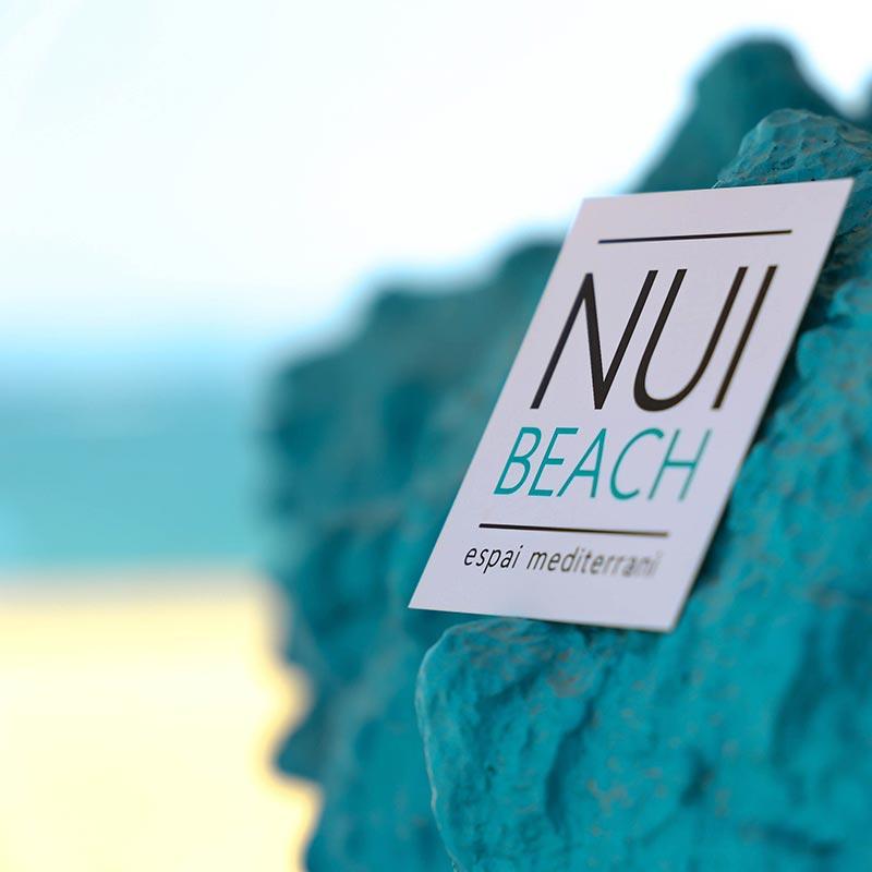 tajeta nui beach amb platja de fons