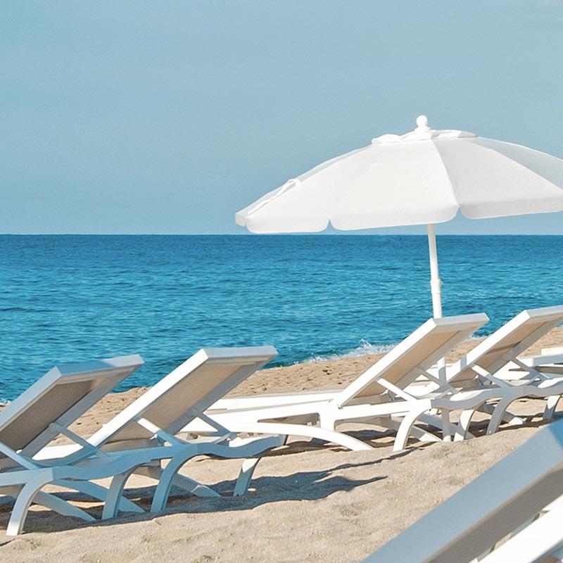 servei de tumbones del xiringuito nui beach