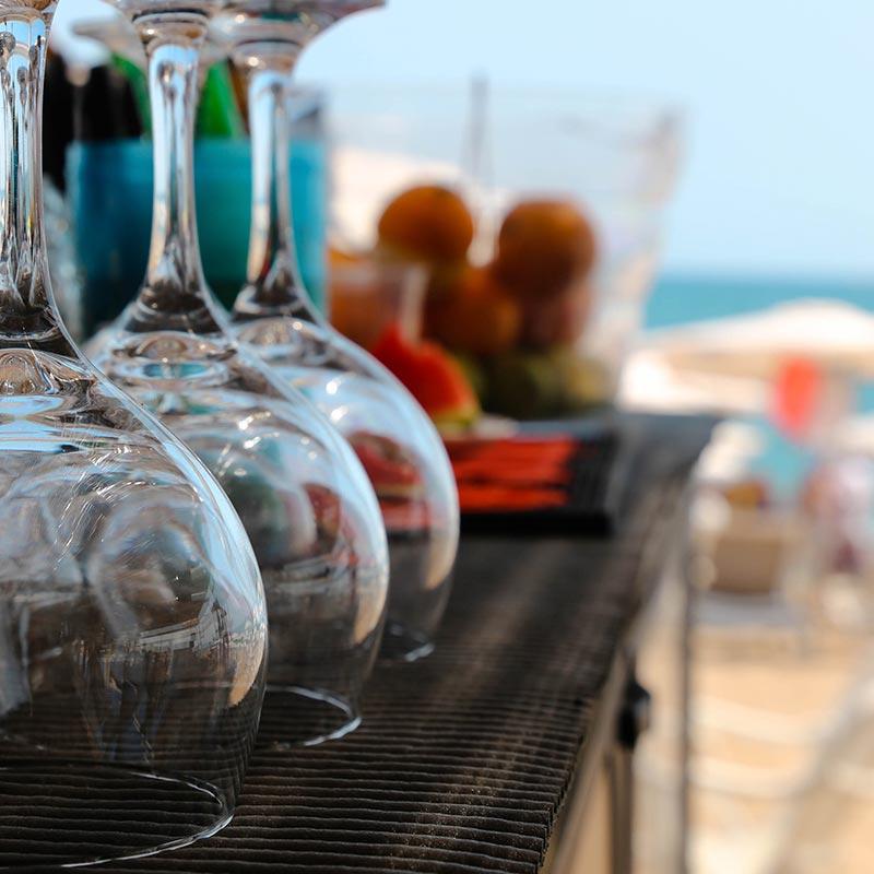 copes per preparar còctels al nui beach
