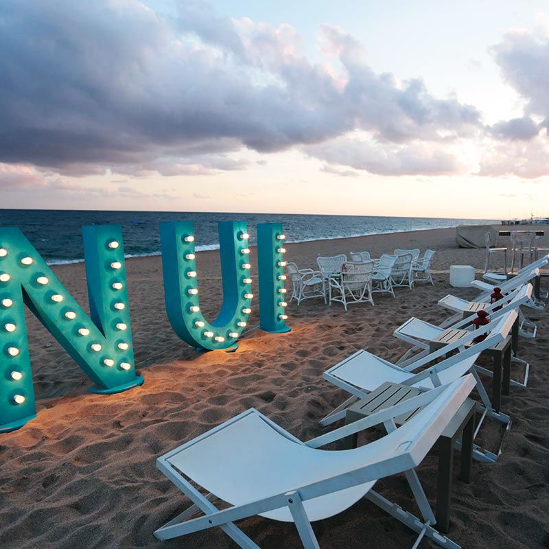 restaurant nui beach davant mar