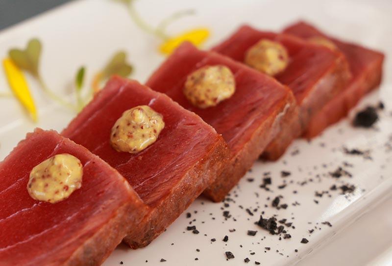 Plato gourmet del restaurante NUI Beach