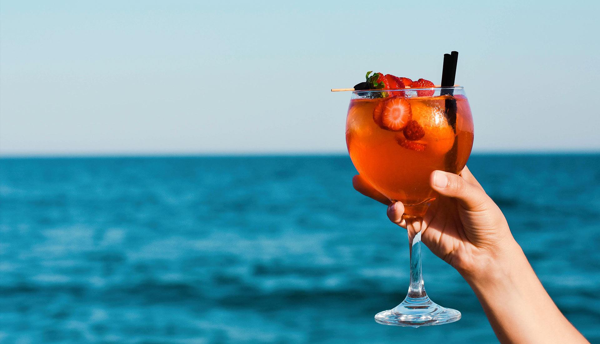 cócteles y gins en playa Calella